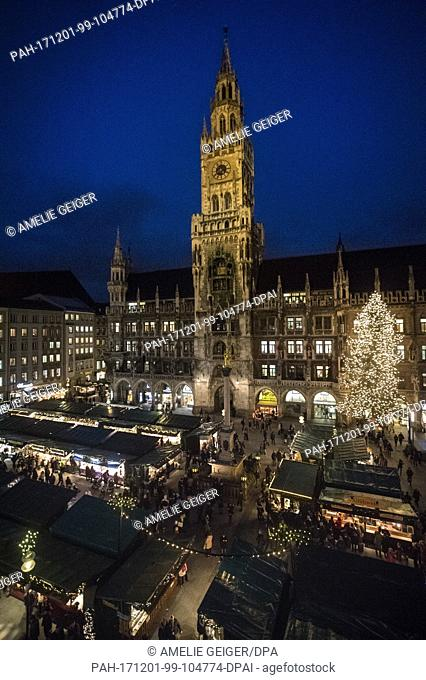 The view onto the traditional Christmas market at the Marienplatz in Munich, Germany, 28 November 2017. The Christmas markets starts on 27 November 2017 and...