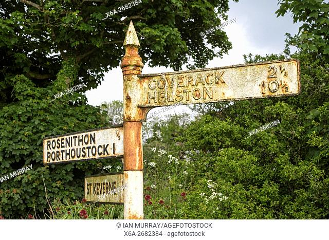 Old road sign distances and directions, St Keverne, Lizard Peninsula, Cornwall, England, UK