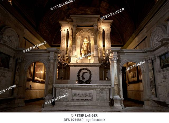 Neoclassical shrine to the Virgin Mary at the Basilica of Our Lady of the Rosary, Buenos Aires, Capital Federal, Argentina