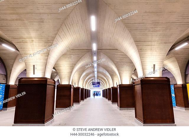 England, London, Southwark, London Bridge City, London Bridge Train Station, Station Concourse