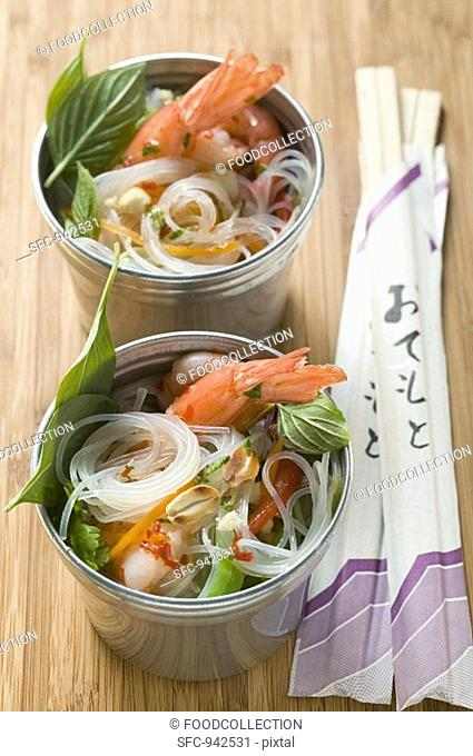 Glass noodles with shrimps, lemon grass and fennel