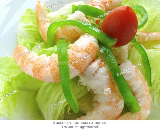 Prawns cooked with peppers and lettuce
