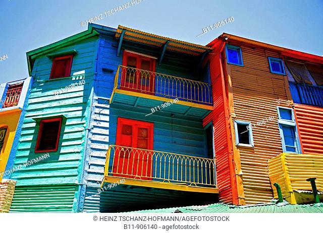 Bunte Häuser mit Wellblechfassaden im Stadtteil La Boca, El Caminito, in Buenos Aires, Argentinien / Colurful houses, corrogated iron facades, La Boca district