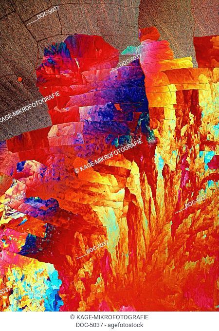 Sulphur crystal. LUMEN 100x polarizes Photo-Technical Short Cuts: LUMEN = optical microscope, scanning electron microscope = scanning electron microscope