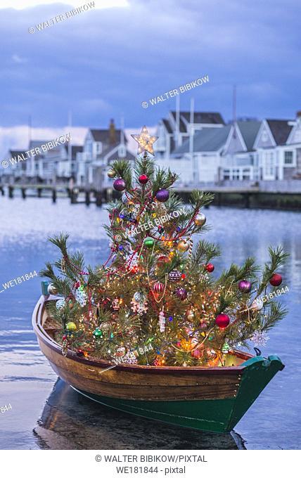 USA, New England, Massachusetts, Nantucket Island, Nantucket Town, small dory with Christmas tree