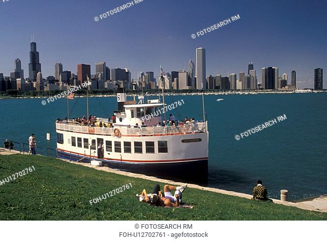 tour boat, Chicago Harbor, Chicago, IL, Lake Michigan, Illinois, Sightseeing tour boat loading passengers in Chicago Harbor