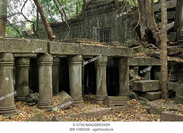 Ruins of the Beng Mealea temple invaded by the roots and trees, Angkor, UNESCO World Heritage Site, Siem Reap, Cambodia