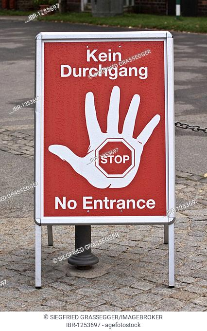 Stand-up display saying Kein Durchgang - Stop - No Entrance
