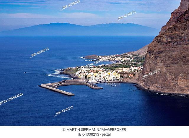 Harbor in Vueltas, Valle Gran Rey, La Gomera, the island of La Palma behind, Canary Islands, Spain