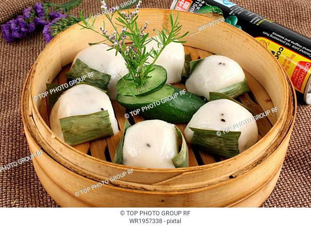steamed glutinous rice cake on leaf