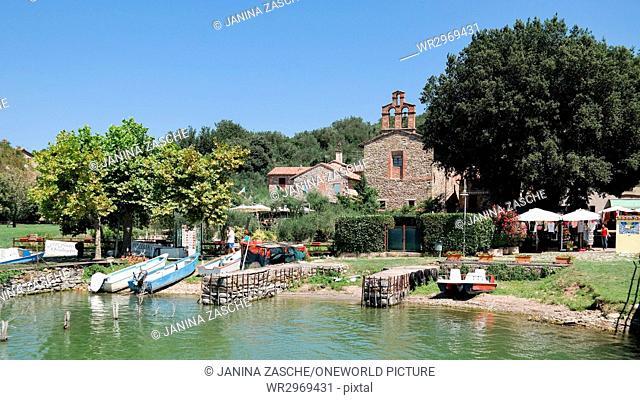 Italy, Umbria, Isola Maggiore, Isola Maggiore at Lake Trasimeno