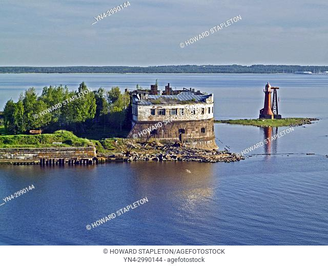 Kotlin Island 20 miles west of St. Petersburg, Russia. A Kronshtadt harbor lighthouse is shown here. Kotlin seperates Neva Bay from the rest of the Gulf of...
