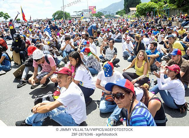 """Venezuelans opposed to the government gathered on Saturday, May 20, 2017, on the Francisco Fajardo motorway, in an activity called """"""""Somos Millones"""""""""""