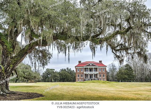 Drayton Hall plantation in Charleston, South Carolina