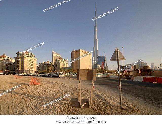 Burj Khalifa, S.O.M, Skidmore, Owings & Merrill, Dubai, UAE, 2010 general view from street level, DUBAI, UNITED ARAB EMIRATES, Architect