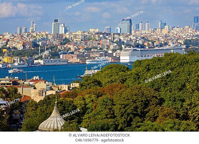 Bosphorus strait  Istanbul  Turkey