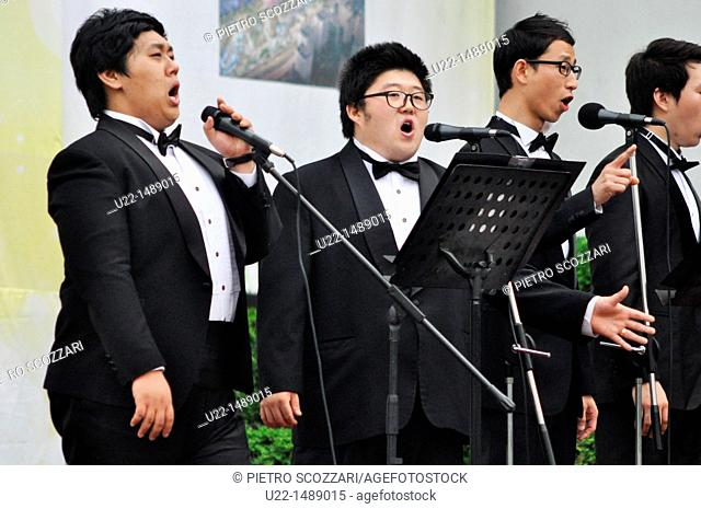 Seoul (South Korea): young tenors singing during a friendship show between South Korea and Ecuador in Insa-dong