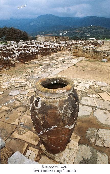 Greece - Crete - Mallia - Large amphora. Jar. Ruins