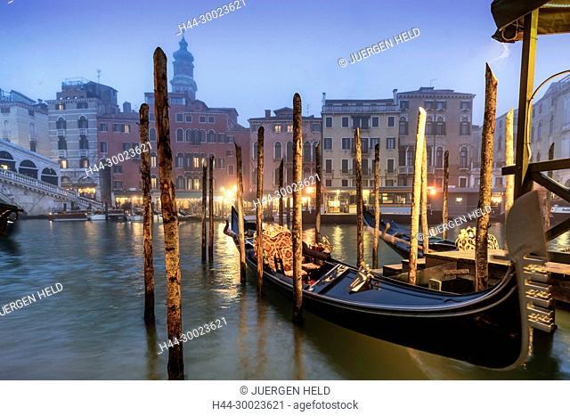 Gondola near Rialto bridge , Canal Grande at dusk, fog, gondola, Venedig, Venezia, Venice, Italia, Europe