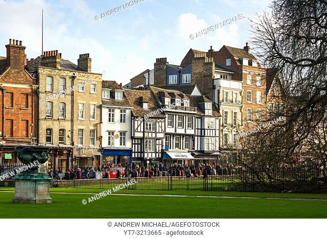 Kings Parade shops opposite Kings College, Cambridge, England, UK