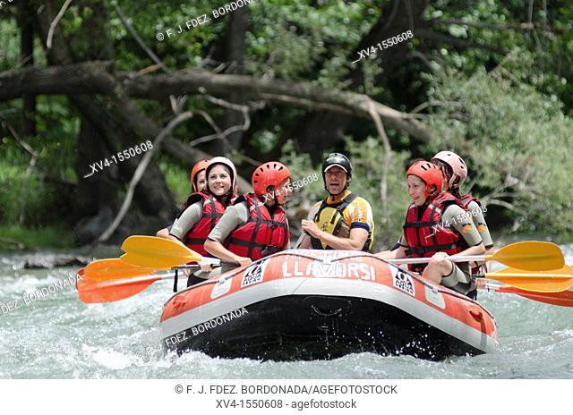 Water sports in Noguera Pallaresa river near of Llavorsi, Pallars Sobira, lerida Pyrenees, Catalonia, Spain