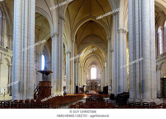 France, Vienne, Poitiers, Saint Pierre cathedrale