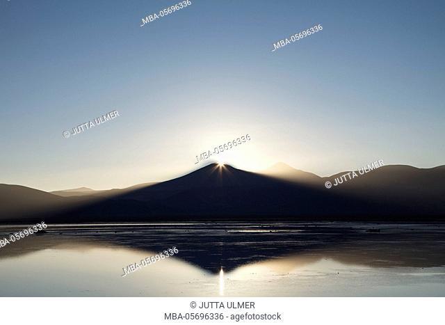 Chile, national park Nevado Tres Cruzes, Laguna del Negro Francisco, water mirroring, mountains, sunrise
