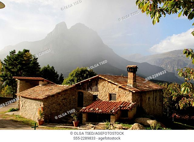 Country house and Pedraforca peak, Natural Park of Cadí-Moixeró, Berguedà , Barcelona, Catalonia, Spain