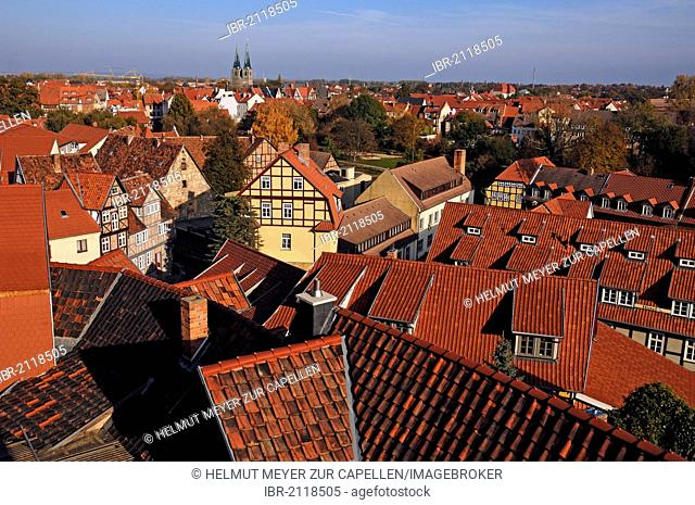 View from Schlossgarten, Castle Garden, over the historic town centre of Quedlinburg, with St. Nicholas Church at the rear, Saxony-Anhalt, Germany, Europe