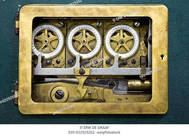 Combination lock detail