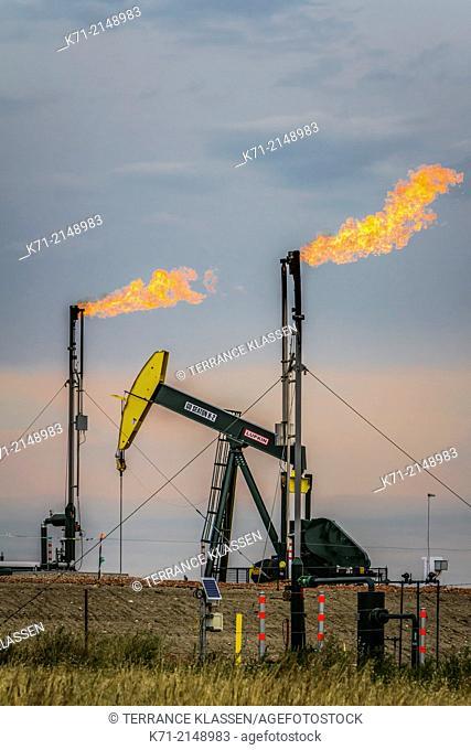 Flaring natural gas at a Bakkan play oil pumper installation near Williston, North Dakota, USA