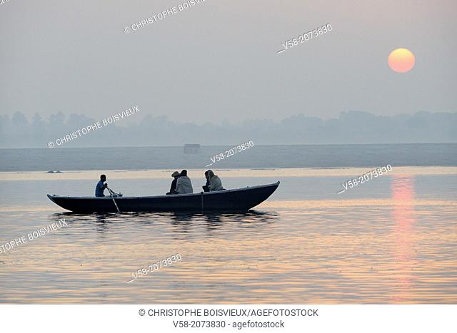India, Uttar Pradesh, Varanasi, Boatride at sunrise