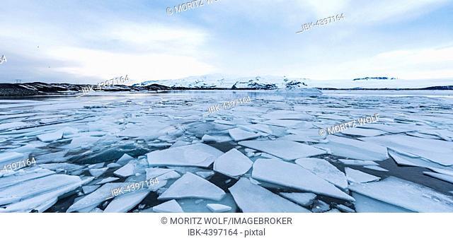 Ice floes, Jökulsárlón glacier lagoon, southern edge of Vatnajökull, Southern Region, Iceland