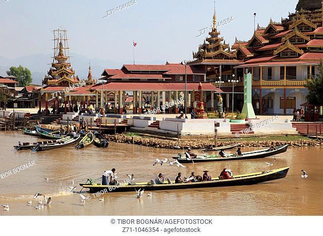 Myanmar, Burma, Inle Lake, Phaung Daw Oo Pagoda, boats
