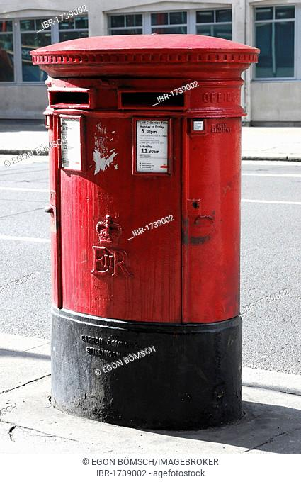 Mailbox of the Royal Mail in London, England, United Kingdom, Europe