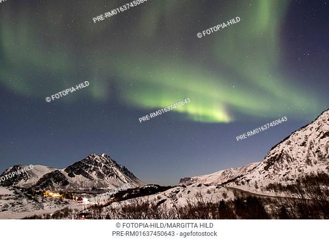 Aurora Borealis at Gimsøystraumen, Lofoten, Nordland, Norway, March 2017, Looking from E10 near Lyngværet to Gimsøya (north) / Aurora borealis über dem...