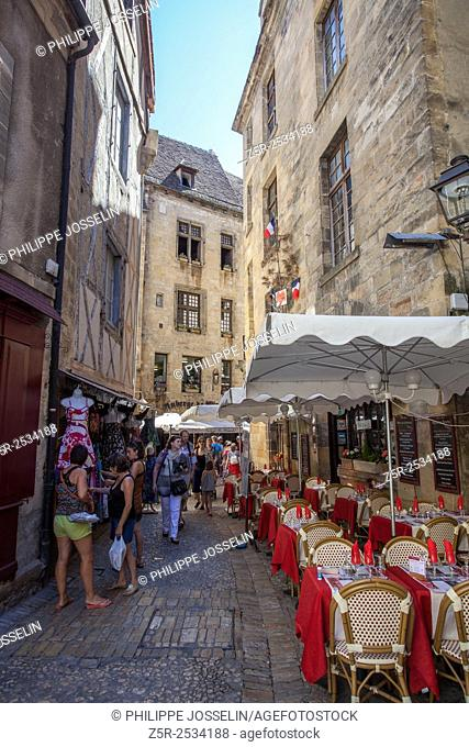 The alleys of the old town, Sarlat-la-Canéda, Dordogne, Aquitaine, France