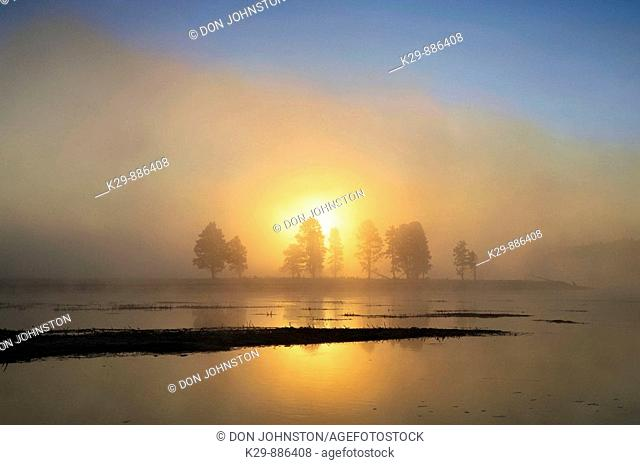 Sunrise over the Yellowstone River in the Hayden Vally