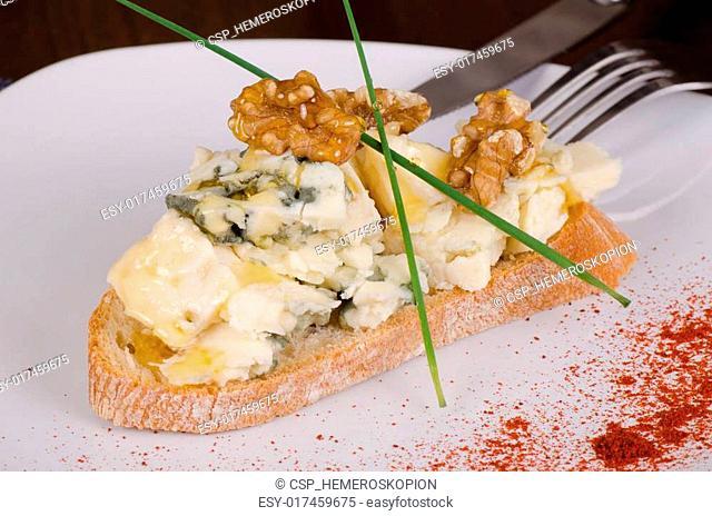 Blue cheese tapa