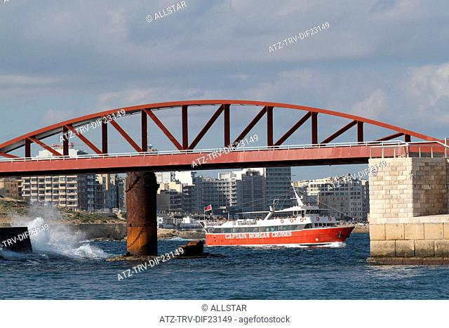 BREAKWATER BRIDGE & CAPTAIN MORGAN TOURIST BOAT; VALLETTA, MALTA; 05/12/2013