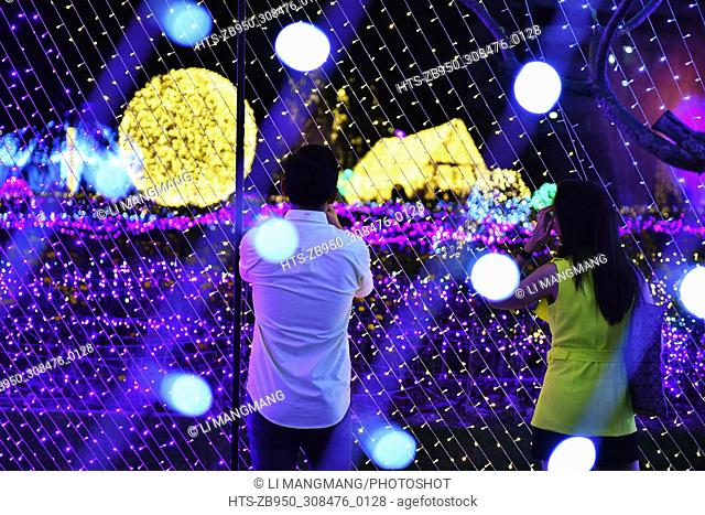 (171205) -- BANGKOK, Dec. 5, 2017 () -- Two visitors look at LED art installations during Thailand Illumination Festival 2017 in Bangkok, Thailand, Dec