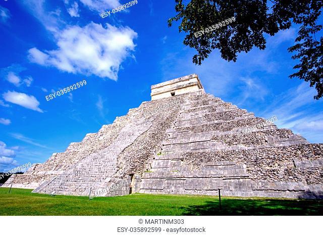 Scenic view of Mayan pyramid El Castillo in Chichen Itza