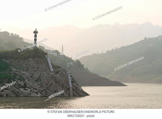 China, Hubei Sheng, river cruise on the Yangtze River, water level display on the Yangtze River, monument to the boatmen