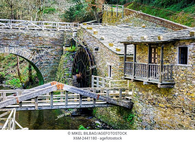 Mills museum. Mazonovo waterwheel. Water route. Mazonovo, Taramundi. Asturias, Spain, Europe