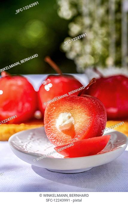 Caramel apples, sliced