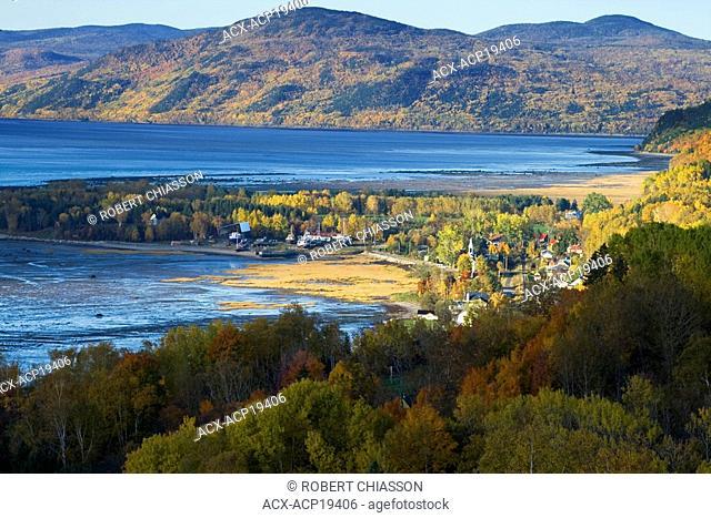 Village of Saint-Joseph-de-la-Rive in fall, Charlevoix Massif mountains, St. Lawrence River, Charlevoix, Quebec, Canada