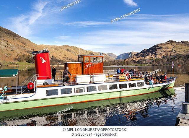 An Ullswater steamer arriving at Glenridding Pier, Lake Ullswater, Glenridding, Lake District, Cumbria, England