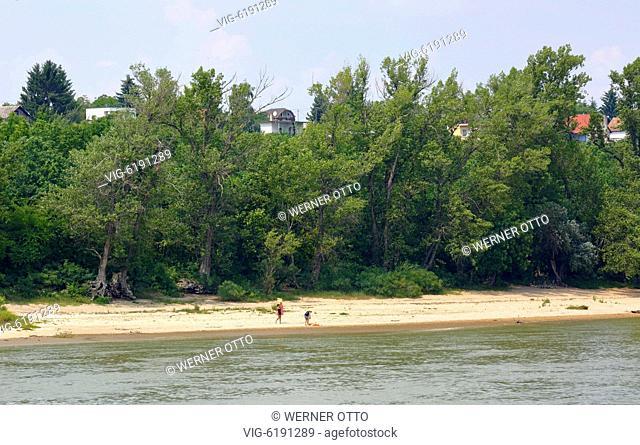 Hungary, Central Transdanubia, Fejer County, Baracs, Danube landscape, Danube river bank, people at a bathing beach, sandy beach - Baracs, Mitteltransdanubien