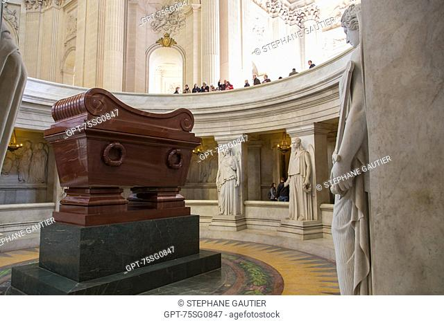 NAPOLEON BONAPARTE'S TOMB, HOTEL NATIONAL DES INVALIDES, FOUNDED BY LOUIS XIV IN 1670 TO CARE FOR INVALID SOLDIERS, IT IS TODAY A CENTER FOR NATIONAL...
