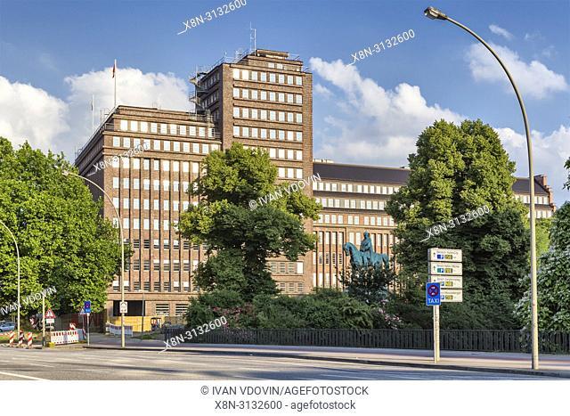 Vintage building, Sievekingplatz, Hamburg, Germany